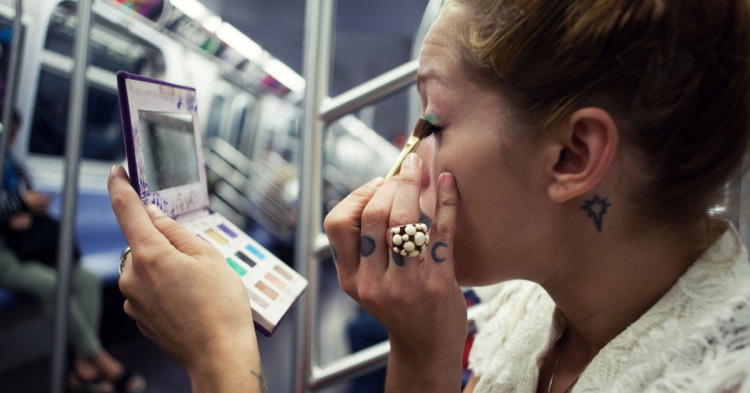 Doing Your Makeup on the Subway, Subway Makeup Tips